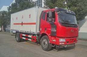 程力威牌CLW5180XRYC5型易燃液体厢式运输车