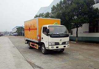 程力威牌CLW5040XRYE5型易燃液体厢式运输车