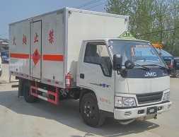 程力威牌CLW5043XRYJ5型易燃液体厢式运输车