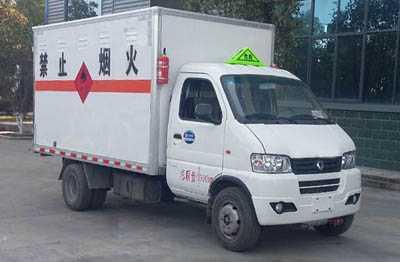 程力威牌CLW5035XRQ5型易燃气体厢式运输车