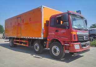 程力威牌CLW5250XRYB5型易燃液体厢式运输车
