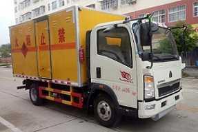 程力威牌CLW5045XRQZ5型易燃气体厢式运输车