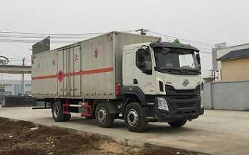 程力威牌CLW5251XRYL5型易燃液体厢式运输车