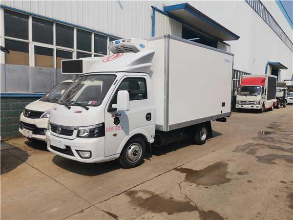 东风途逸3.5米小型冷藏车